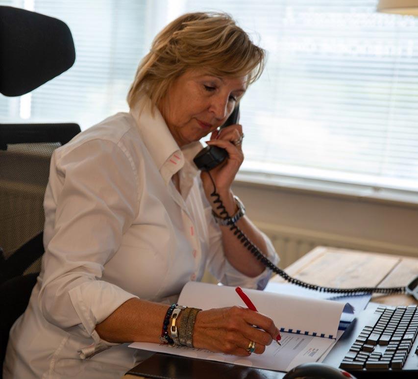 aan-de-telefoon-don-robert-administratie-financiele-dienstverlening